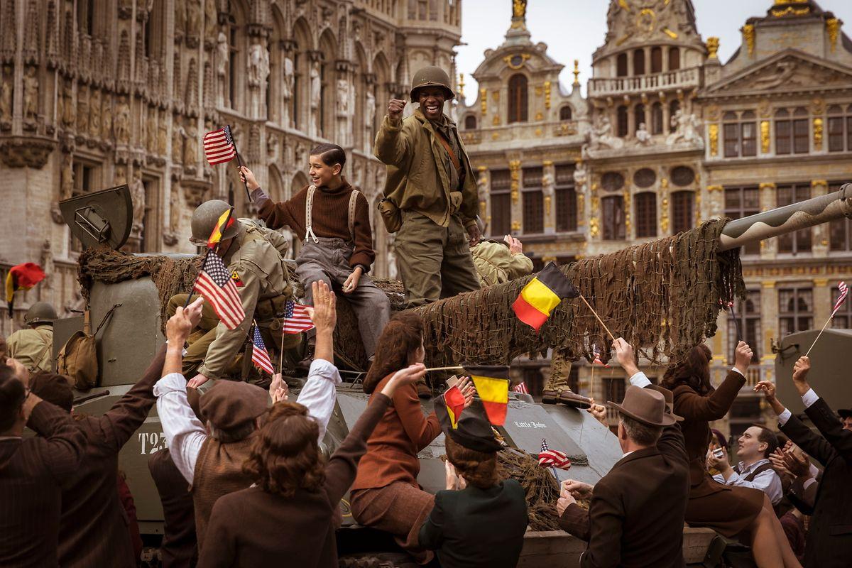 Le tournage des scènes de foule à Bruxelles en période de pandémie ne s'est pas fait sans difficultés.