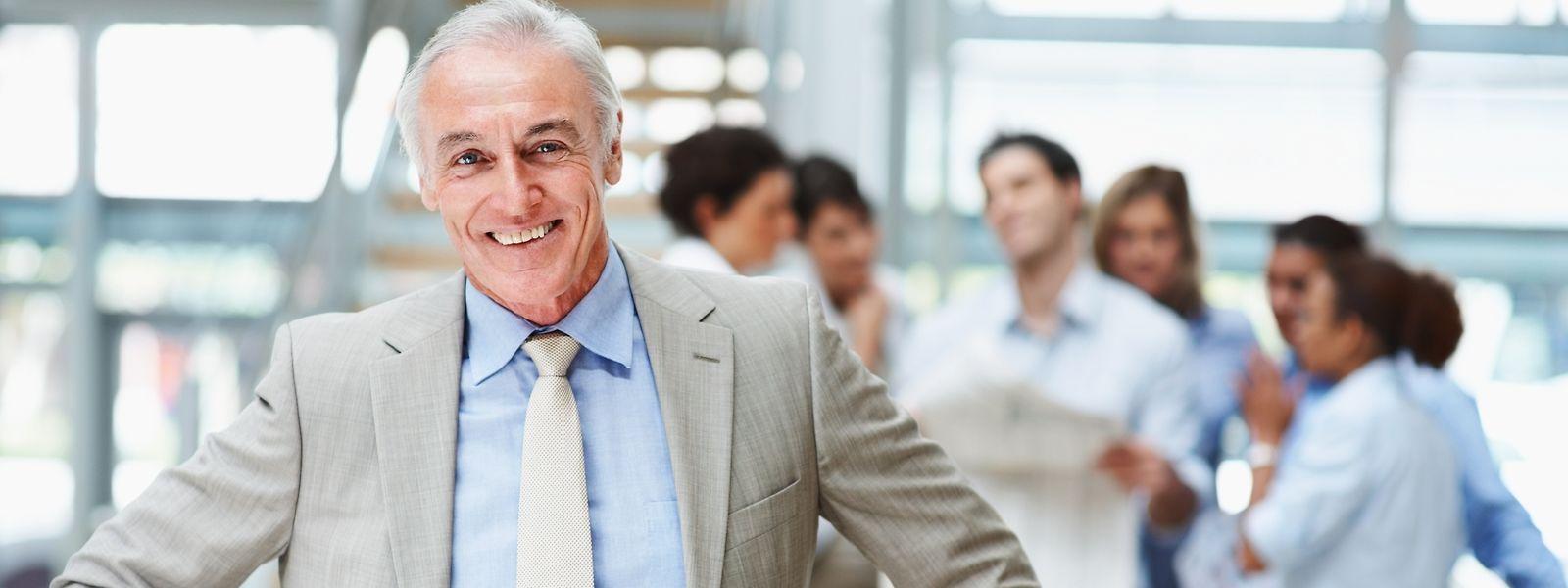 Steigt das Renteneintrittsalter, muss sich auch die Arbeitskultur ändern: Ältere Arbeitnehmer können durch ihre Erfahrung viel zum Unternehmenserfolg beitragen. Nicht jeder Berufsgruppe ist aber zuzumuten, länger zu arbeiten.