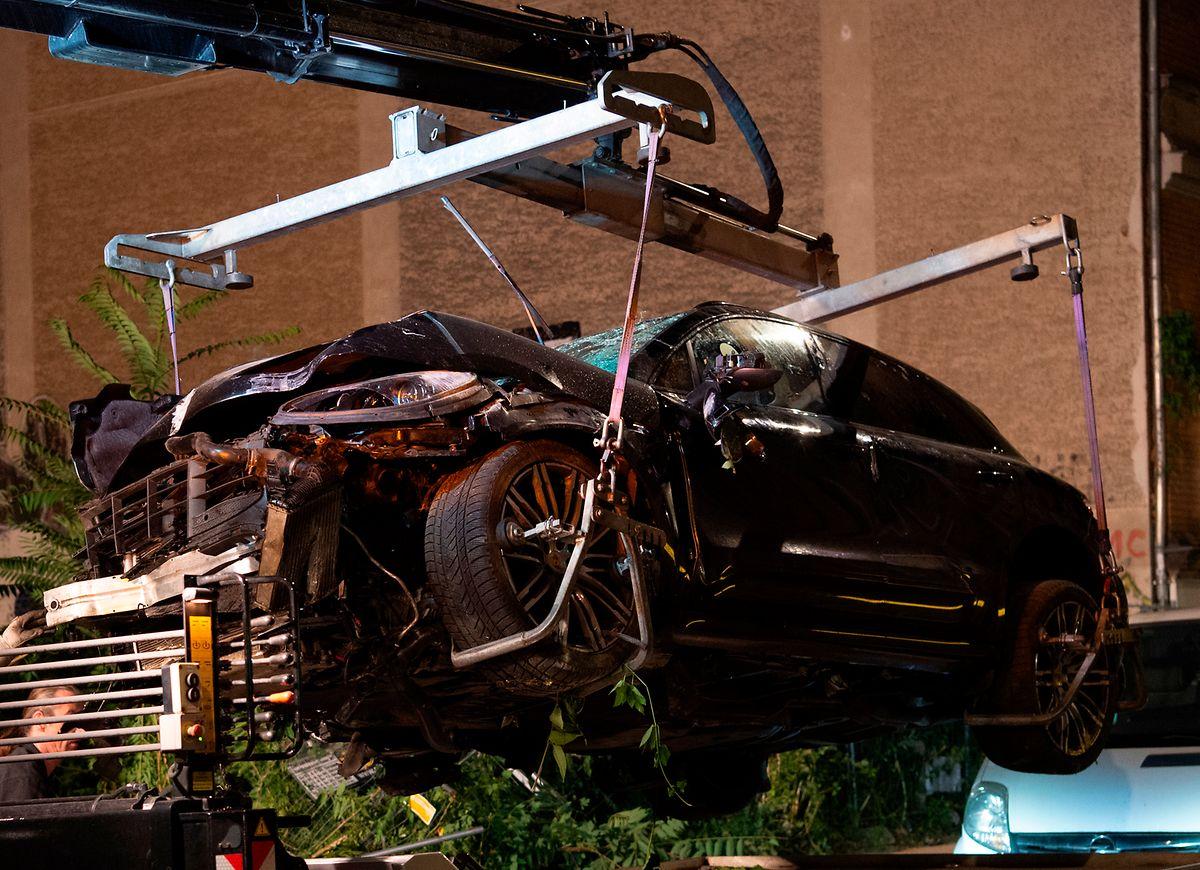 Der Porsche-SUV war am Freitagabend über einen Gehweg auf ein Grundstück gerast und hatte dabei vier Passanten getötet.