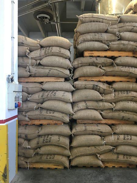 Der Kaffee wird in 60- oder 70-Kilogramm-Säcken angeliefert.