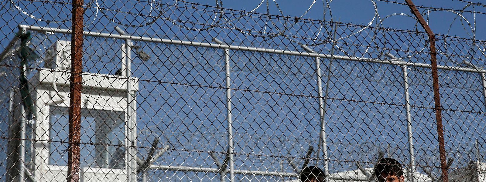 Warten auf den Heiligen Vater: Flüchtlingskinder im Lager Moria auf Lesbos.