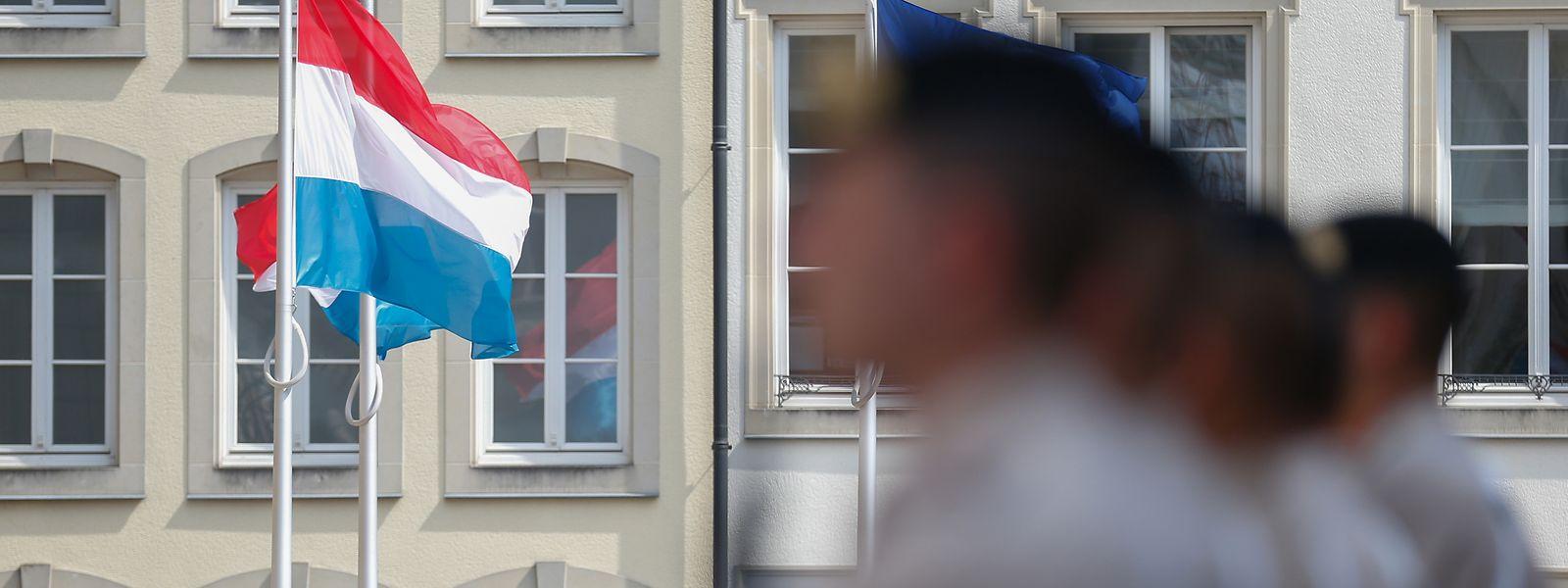 Die feierliche Wachablösung vor dem Palais ist der traditionelle Startschuss zum Nationalfeiertag.