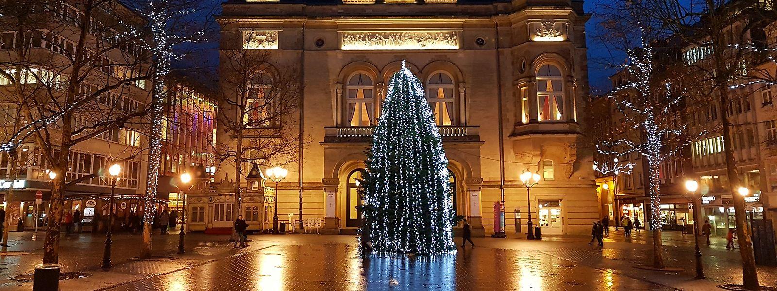Au total, près de 707.000 lucioles et ampoules LED et à basse consommation d'énergie plongeront la capitale dans une atmosphère chaleureuse et conviviale de Noël.