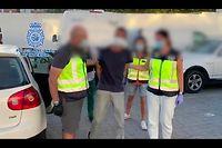 Ein Video zeigt den Festgenommenen bei der Überführung in ein Polizeirevier