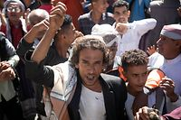 """Opposers of Yemen's Huthi rebels shout slogans during a rally in support of the United States and the outgoing Trump administration's decision to apply the """"terrorist"""" designation to the Iran-backed movement, in Yemen's third city of Taez on January 27, 2021. (Photo by AHMAD AL-BASHA / AFP)"""