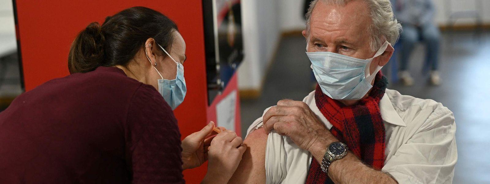 In Großbritannien wird der Impfstoff von Astrazeneca bereits im großen Stil verabreicht.