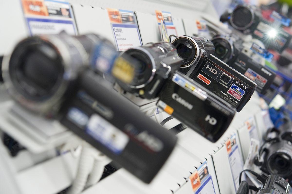Die meisten Kameras können mittlerweile Videos aufnehmen. Doch der Camcorder bietet weiterhin einige Vorteile.