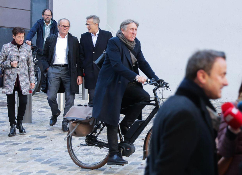 Dans les coulisses, le DP, le LSAP et Déi Gréng ont eu du mal à trouver un compromis de coalition. Le résultats est un accord de coalition un brin vague.