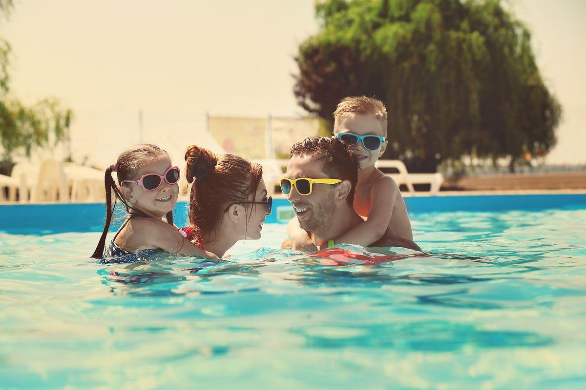 Viele Planschbecken bieten Badespaß für die ganze Familie.