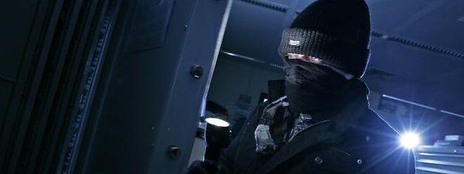 Zwei Einbrecher wurden am Samstag in einem Bürogebäude auf frischer Tat ertappt.