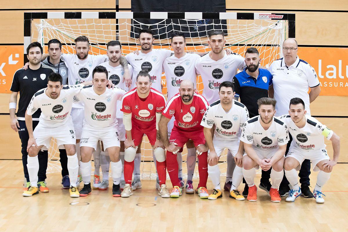 A equipa do Racing Luxembourg, que conquistou a Taça do Luxemburgo de futsal.