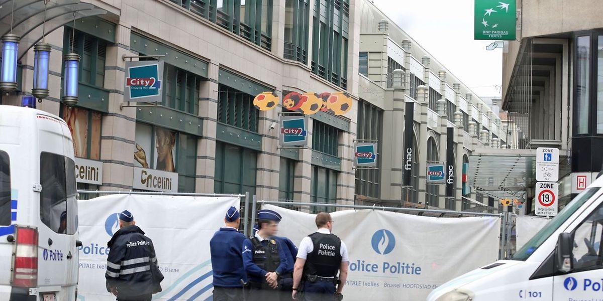 Schon in der letzten Woche glaubte man nochmals dem Terror ausgelifert zu sein. Wegen einer Bombendrohung wurde das Brüsseler Einkaufszentrum City2 gesperrt.