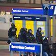 Ersten Zeugenberichten zufolge, soll ein bewaffneter Mann in einem Thalys-Zug sein.