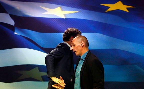 O presidente do Eurogrupo, Jeroen Dijsselbloem, e o ministro das Finanças de Grécia, Yanis Varoufakis