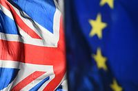 28.01.2019, Großbritannien, London: Eine Flagge der Europäischen Union und eine Flagge von Großbritannien wehen vor dem Parlament in Westminster. (zu dpa «Barnier: «Letzter Versuch» für einen Handelspakt mit Großbritannien») Foto: Kirsty O'connor/PA Wire/dpa +++ dpa-Bildfunk +++