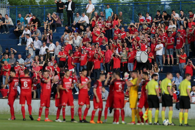 Barrage Rosport (BGL Ligue) - Käerjéng (PH) 2-0. - Les supporters du Victoria.
