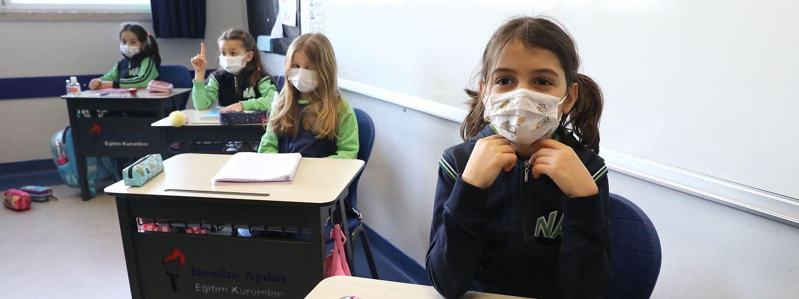 Normaler Unterricht - ein Bild, das seit einem Jahr für viele Kinder weltweit nicht mehr existiert.