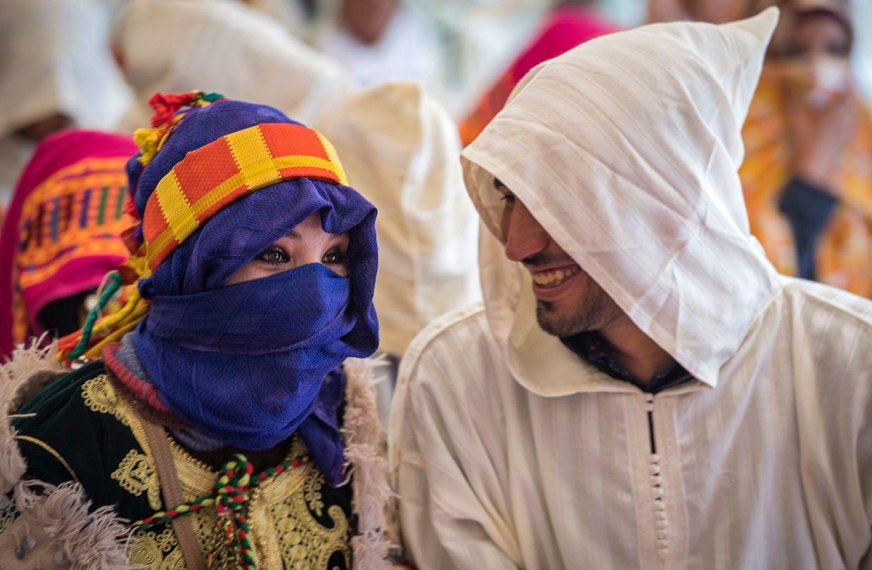 """Imilchil. In der von Berbern bewohnten Atlas-Oase Imilchil findet im Herbst ein """"Heiratsmarkt"""" statt, der inzwischen eher den Charakter eines Musik- oder Folklorefestivals angenommen hat."""