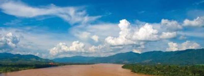 Das unkontrollierte Abholzen der Wälder aber auch der Bau von Staudämmen bedrohen das einzigartige Ökosystem am Mekong.