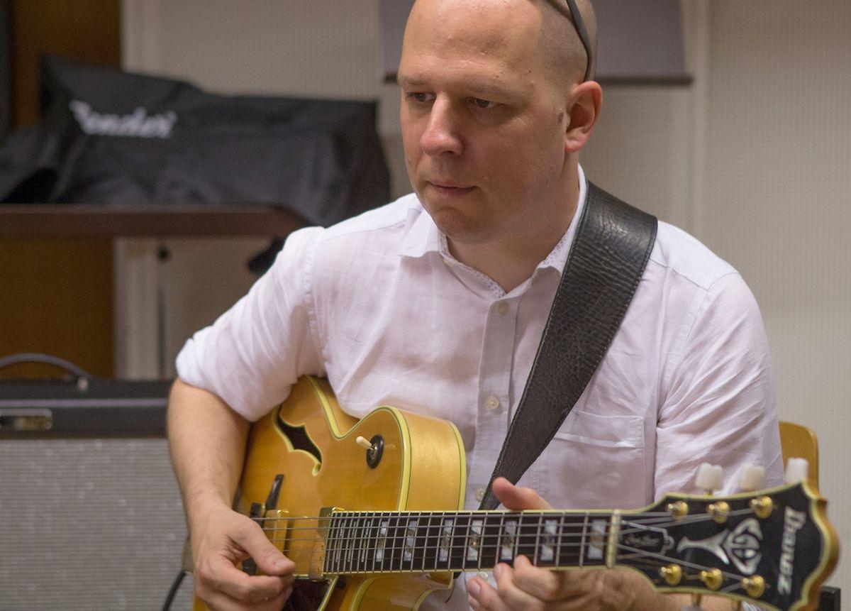 David Laborier ist nicht nur Manager und Gitarrist des Ensembles, sondern schreibt für das ONJL auch Arrangements.