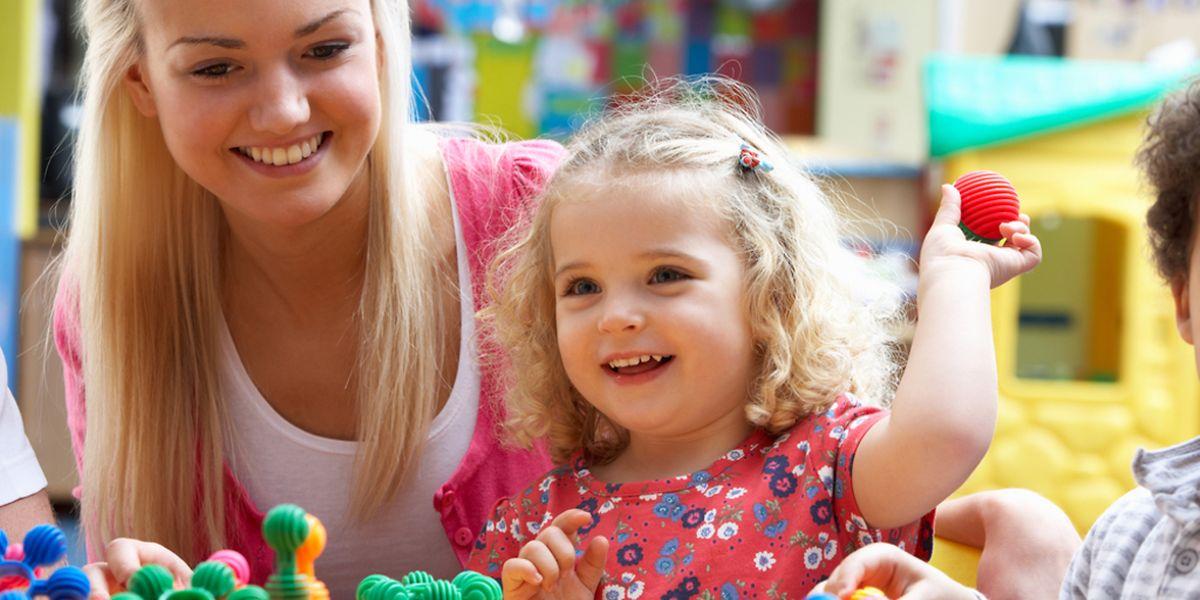 La ministre Corinne Cahen a confirmé la volonté du gouvernement d'introduire, à partir de 2015, une nouvelle contribution sociale visant à financer des prestations en nature en faveur de la petite enfance.