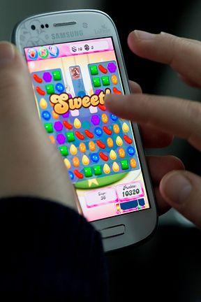 """In Puzzle- und Rätselspielen wie """"Candy Crush Saga"""" muss vor allem der Ungeschickte zahlen: Hier schaltet echtes Geld neue Leben und kleine Helfer frei."""