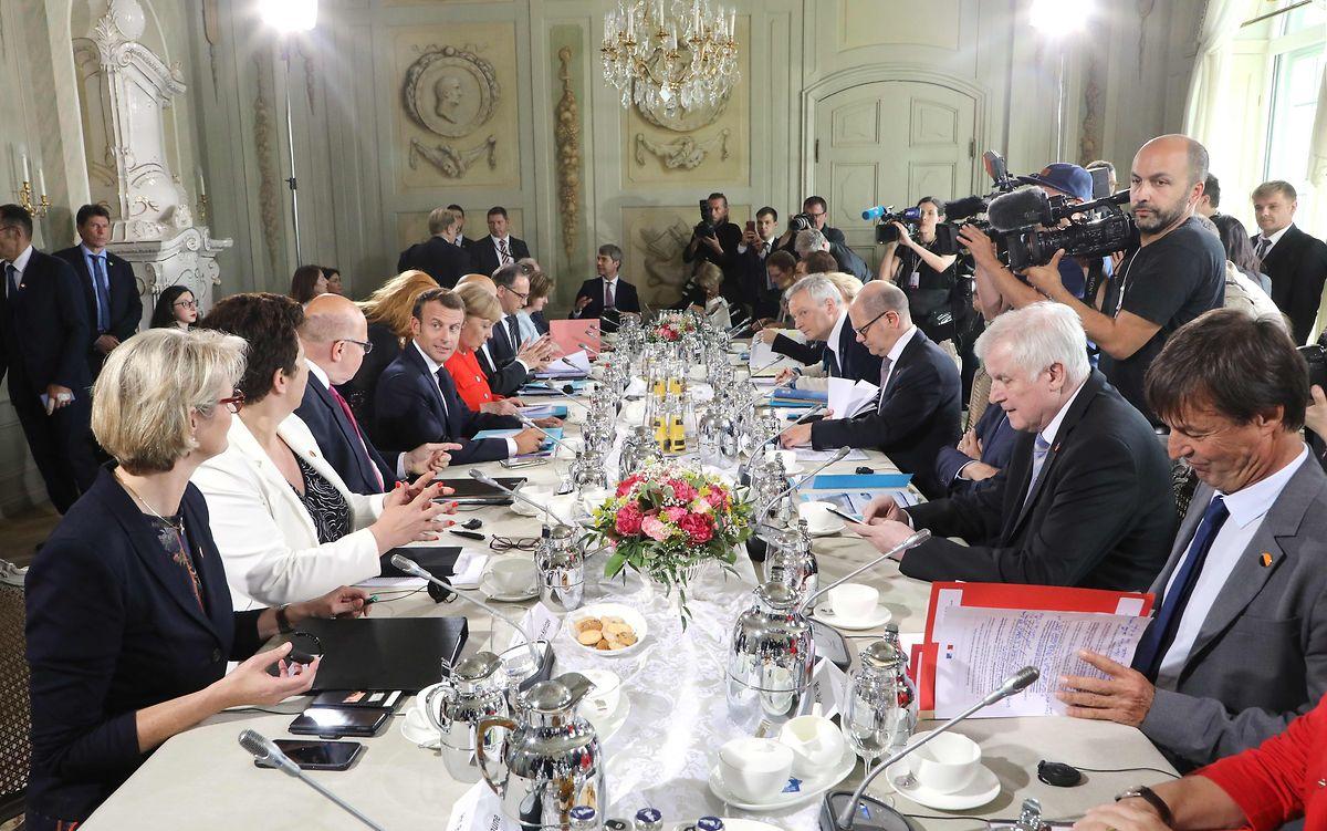Die Besprechungen zogen sich über mehrere Stunden.