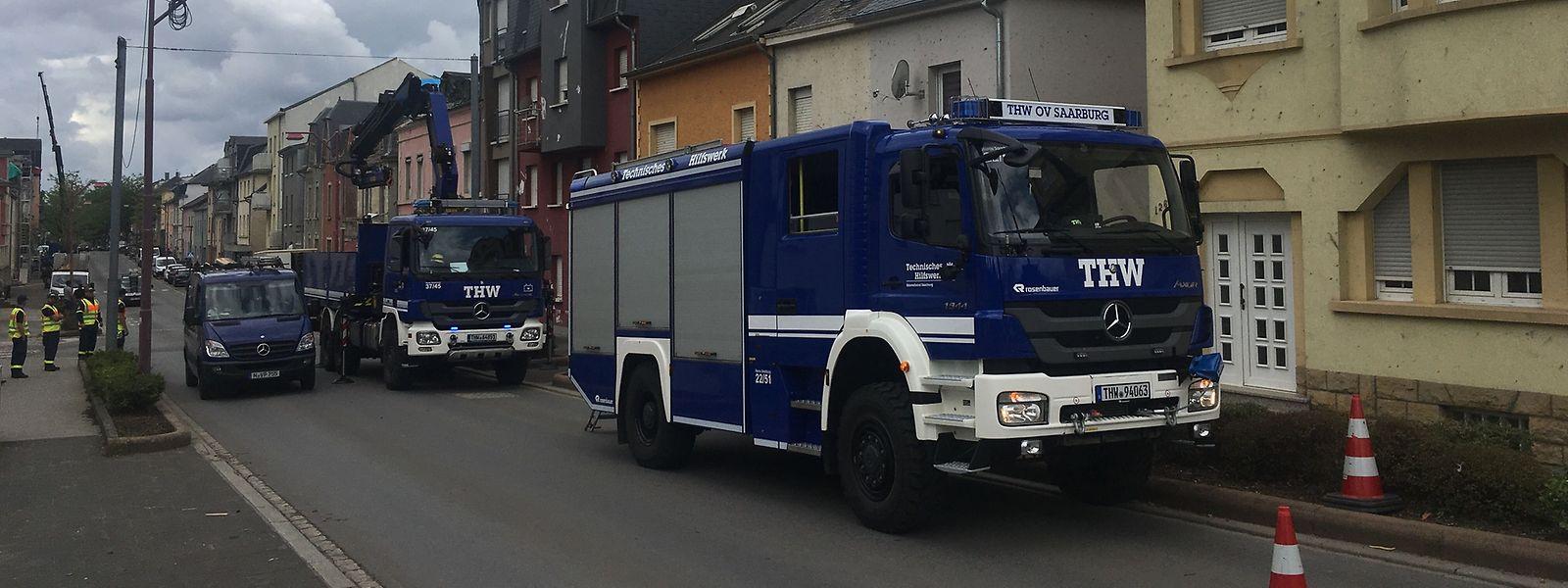 Die Experten des Technischen Hilfswerks verstärken die Einsatzkräfte vor Ort.