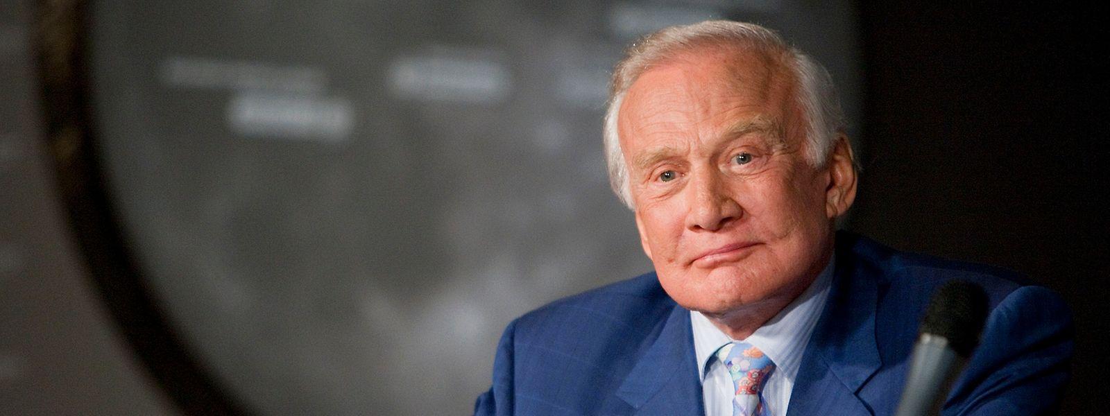 Buuz Aldrin musste seine Teilnahme an der Südpol-Expedition abbrechen. Sein Zustand sei aber stabil.