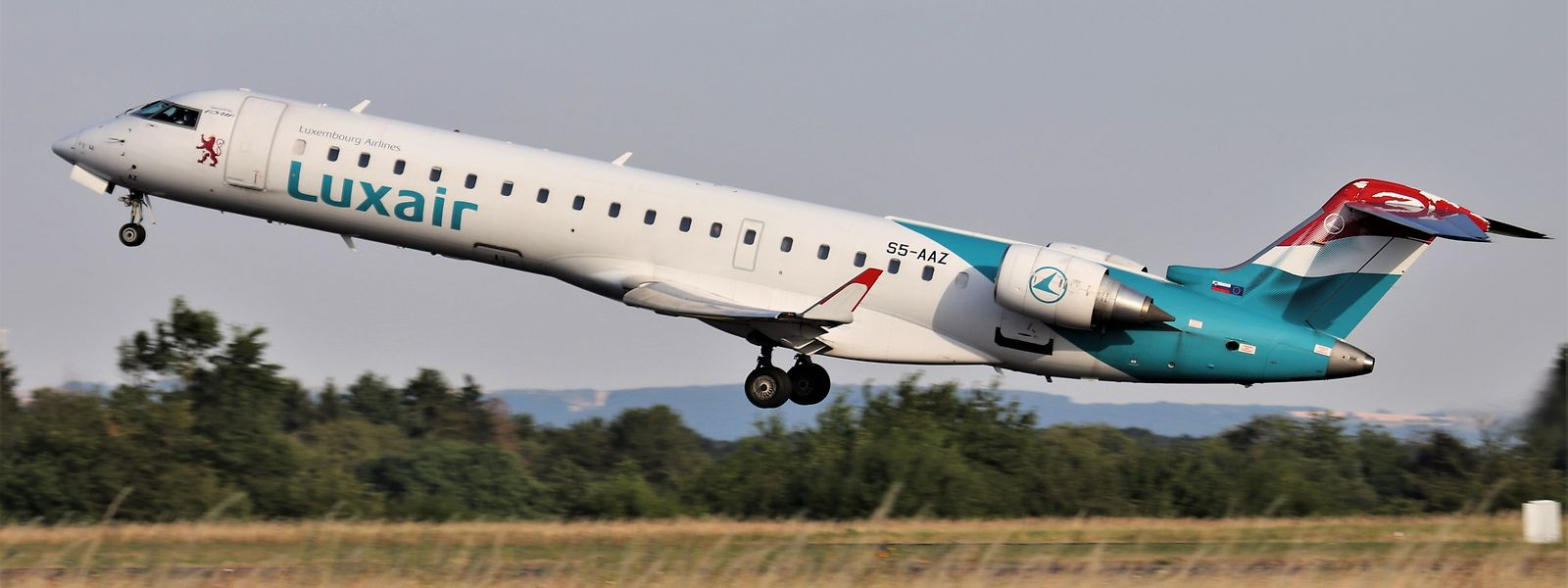 Luxair fliegt aber ab Saarbrücken mit einer von Adria gemieteten CRJ-700, die in voller Luxair Bemalung auftritt.