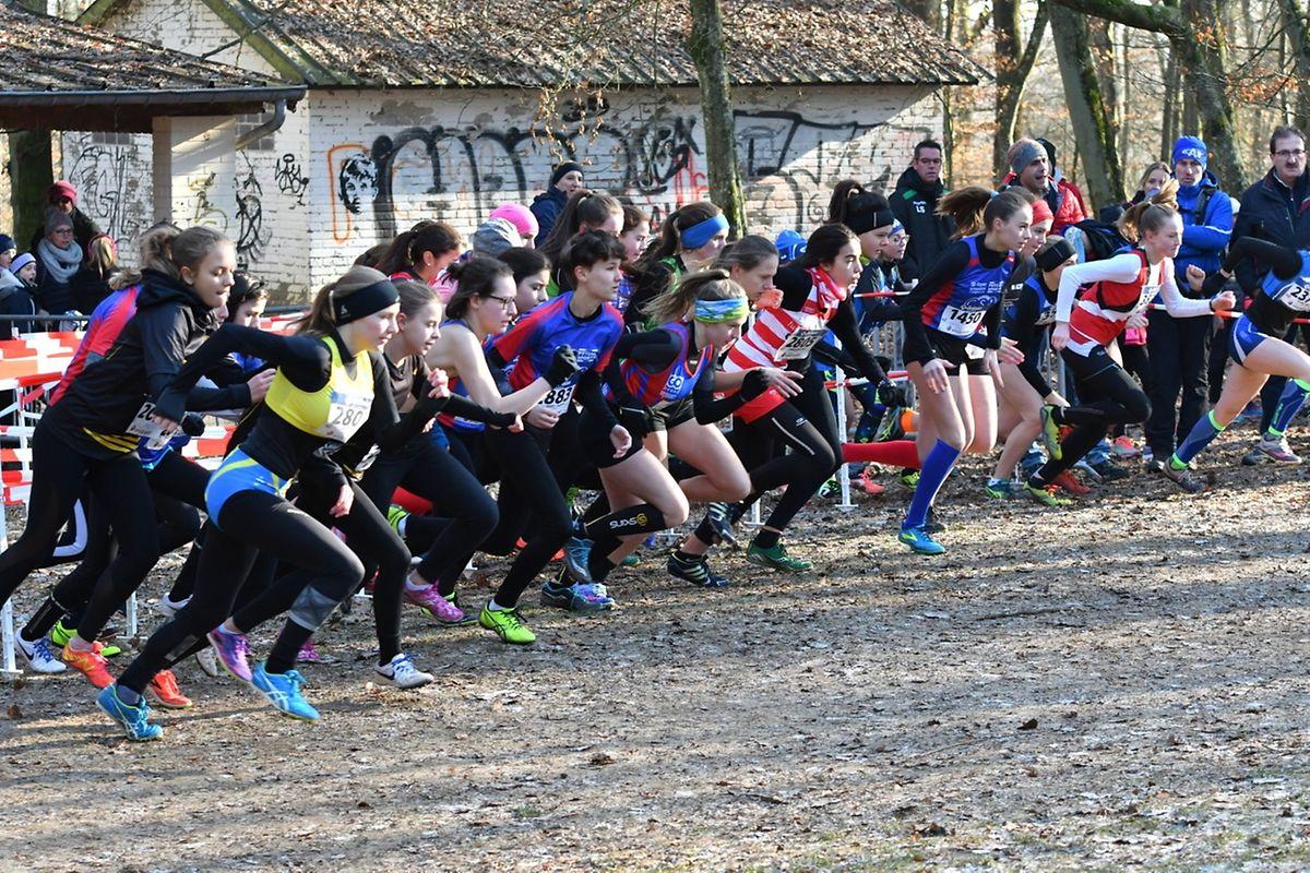 Le départ de la course réservées aux minimes et cadettes.