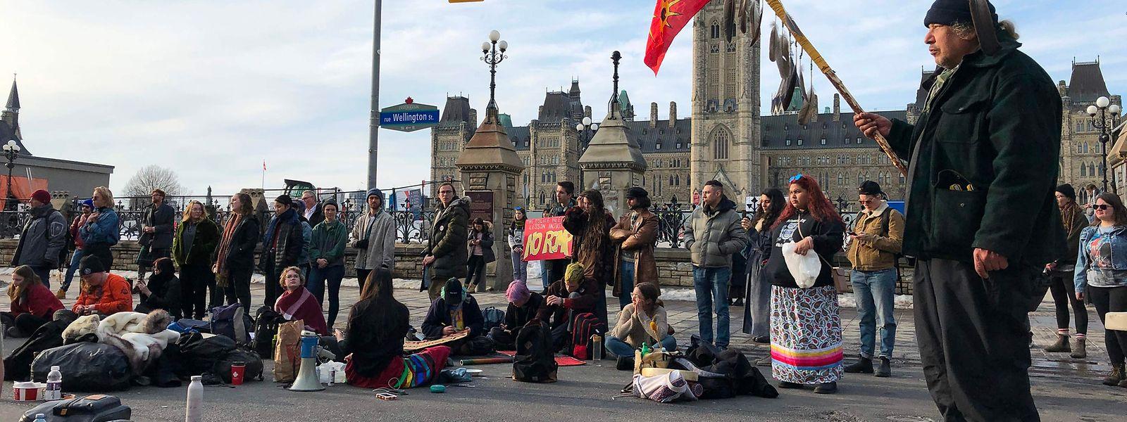 In Ottawa demonstrierten Menschen gegen die Konstruktion der Pipeline auf indianischem Land.