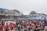 Demonstrators gather at the Kinshasa Grand market on June 9, 2020 to ask for the re-opening of the shops around there which has been closed by the government as a precautionary measure against the spread of the COVID-19 coronavirus. - At least three people were reported dead by local authorities. (Photo by ARSENE MPIANA / AFP)