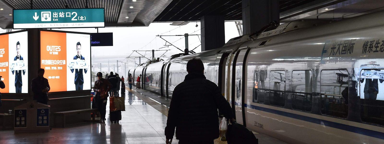 Depuis 3 heures ce matin, plus aucun train ni avion n'a quitté la ville de Wuhan, située en plein centre de la Chine.