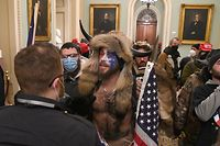 TOPSHOT - Supporters of US President Donald Trump enter the US Capitol on January 6, 2021, in Washington, DC. - Demonstrators breeched security and entered the Capitol as Congress debated the a 2020 presidential election Electoral Vote Certification. (Photo by Saul LOEB / AFP)