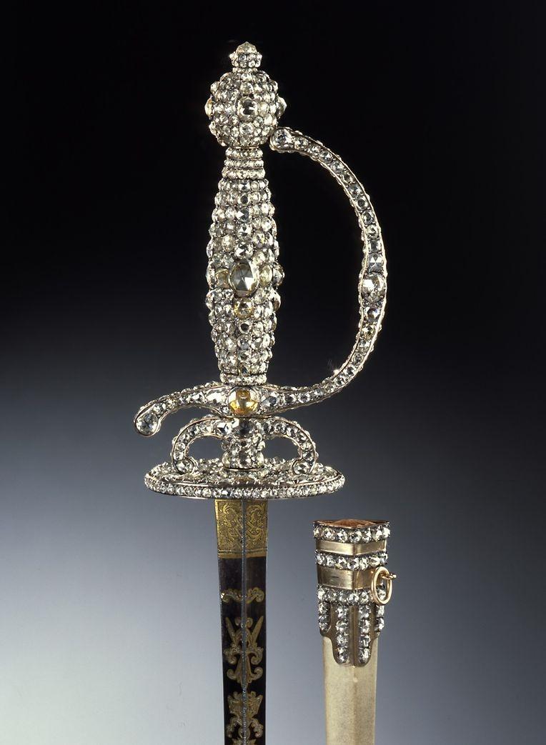 Ein mit Diamanten besetzter Degen gehörte zu den Schätzen, mit denen sich die Diebe im vergangenen Jahr davon machten.