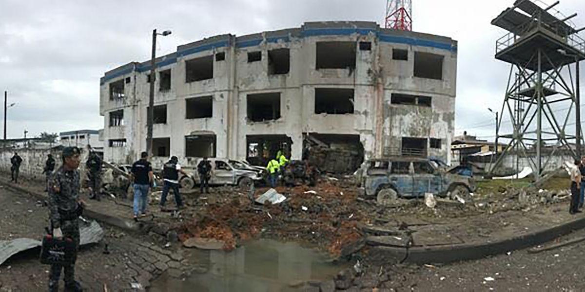 Diese Polizeiwache in Ecuador wurde bei einem Anschlag zerstört.