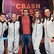 """Moderator Daniel Hartwich (M.) und die """"Crash Test Promis"""" (v.l.) Chris Tall, Detlef Steves, Annett Möller und Thorsten Legat."""