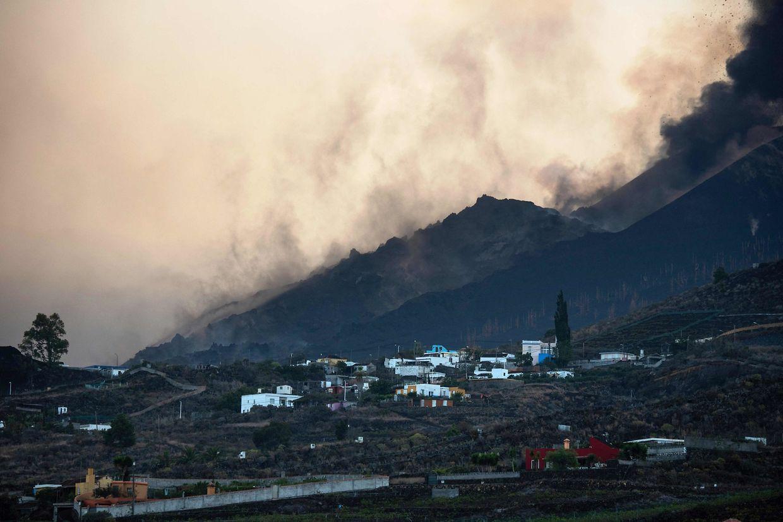 O vulcão Cumbre Vieja visto de Los Llanos de Aridane na ilha de La Palma nas Can'arias