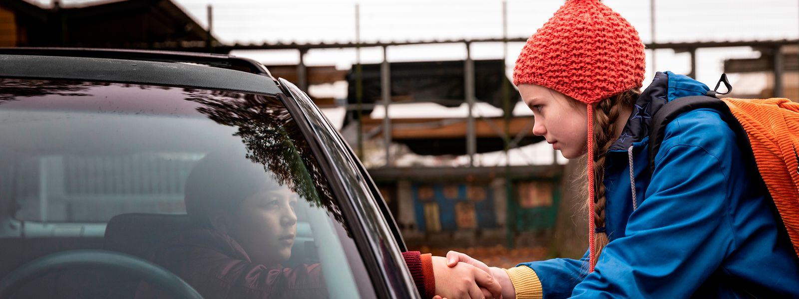 Deal! Ulja (r.) bricht mit Henk zu einem Abenteuer nach Belarus auf.