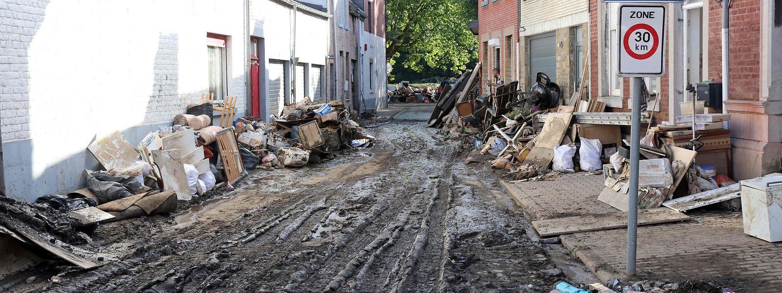 Sur les 36 décès recensés, 32 sont survenus en province de Liège, rapportent les autorités.