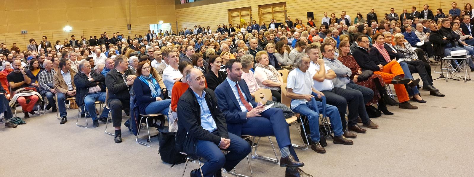 Mehrere hundert Bürger hatten sich am Mittwoch im Sportsaal an der Rue de Strasbourg eingefunden, um ihren Unmut kund zu tun.