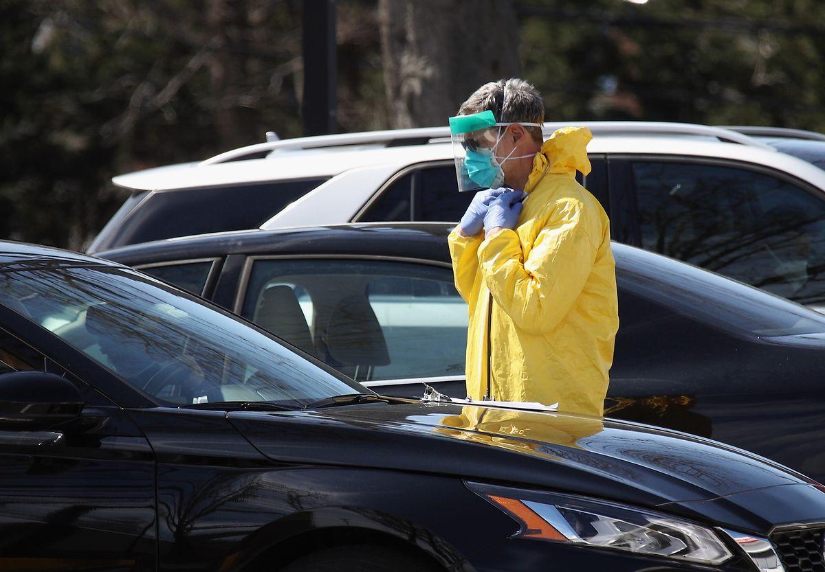 Schutzmasken und Anzüge könnten den USA bald ausgehen.