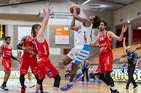 Vincent Shahid (10 Contern) Marcus Ottey (8 Mousel Pikes)Sam Streff (9 Mousel Pikes)basket ball - total league - Contern - Mousel Pikes - 01/05/2021 - Hall omnisport Conternfoto : Vincent Lescaut