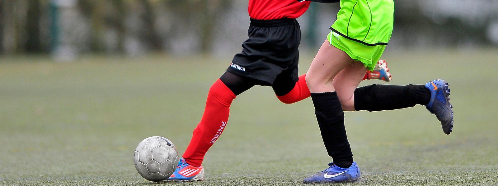 Seule la première division reprendra en février côté football; les autres joueurs devant toujours se contenter des entraînements.