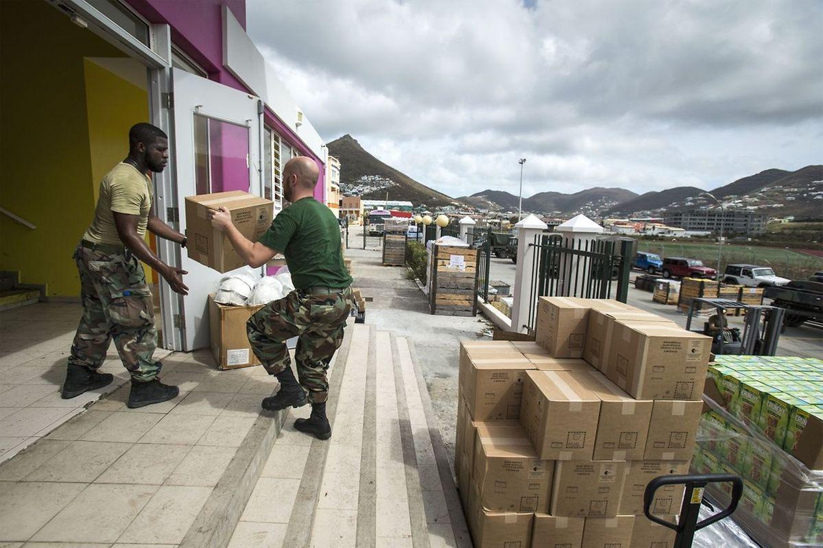 L'équipe fournira également de l'eau et des vivres aux 15 employés et à leurs familles.