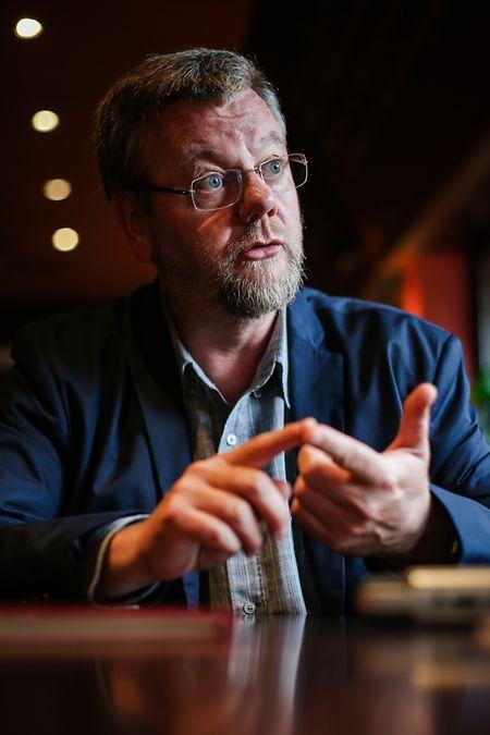 Als Gesellschaft sollten wir die Chancen der Digitalisierung nutzen - z. B. indem wir alle weniger arbeiten, sagt Christophe Degryse.