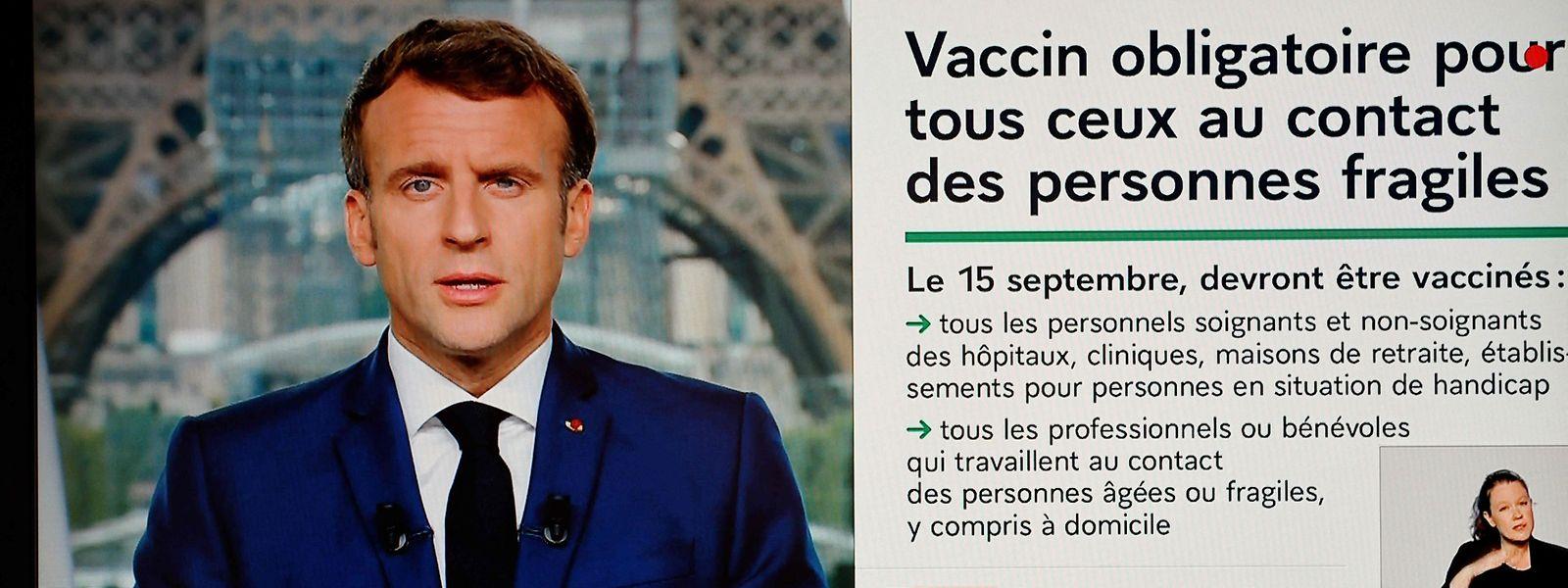 A défaut de l'imposer à tous, le président français rend le vaccin obligatoire aux personnes les plus fragiles face au virus et aux professionnels de leur entourage.