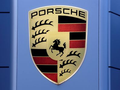FILE PHOTO: The logo of German carmaker Porsche is seen on a Porsche centre in Niederwangen, Switzerland, May 10, 2016.    REUTERS/Ruben Sprich/File Photo