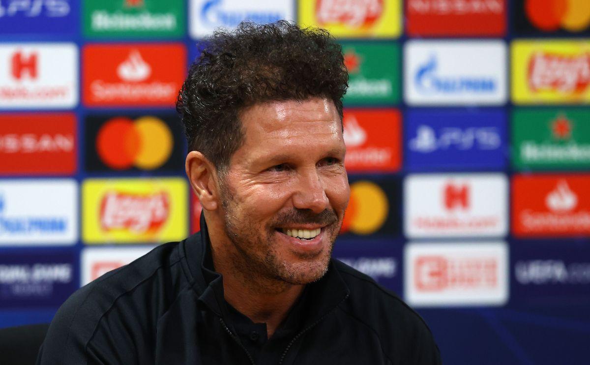 Diego Simeone tout sourire lors de la conférence de presse d'avant-match.
